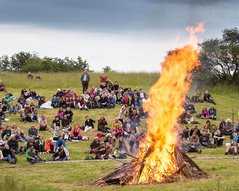 Magisk Midsommer i Sagnlandet Lejre, hvor 10.000 års danmarkshistorie mødes