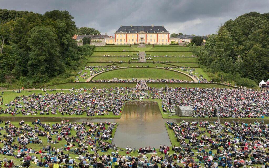 Skøn sommerkoncert i de smukke omgivelser ved Ledreborg Slot i Lejre.